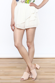 L'atiste White Wrap Short - Front cropped