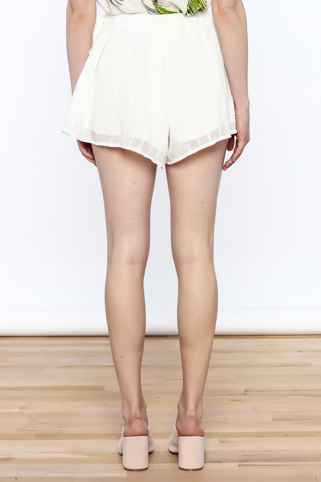 L'atiste White Wrap Short - Back Cropped Image