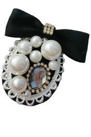 L'Imagine Oval Pearl Brooch - Front cropped