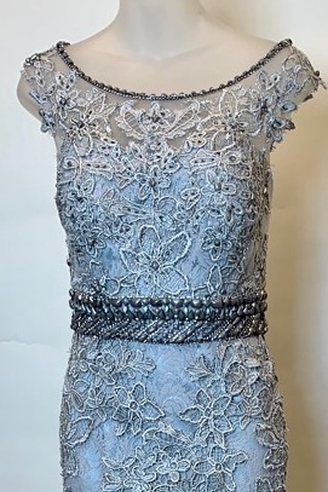 Mac Duggal LACE CAP SLEEVE GOWN - Front Full Image