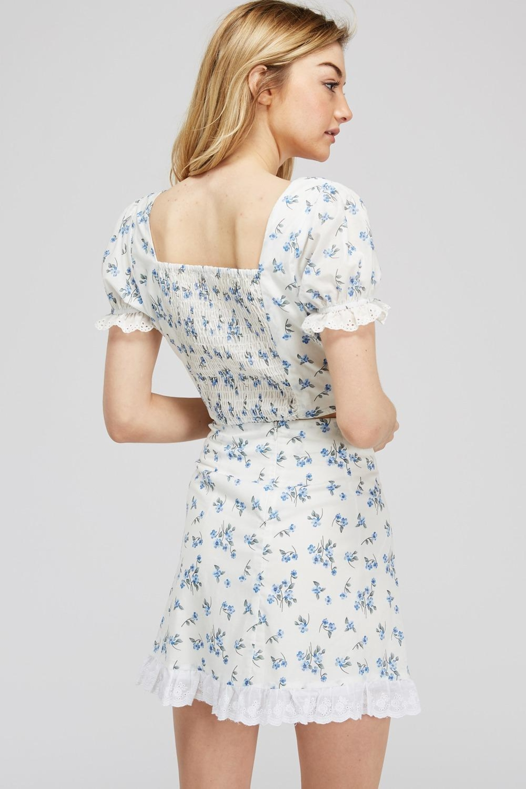 Emory Park Lace-Up Floral Top - Side Cropped Image
