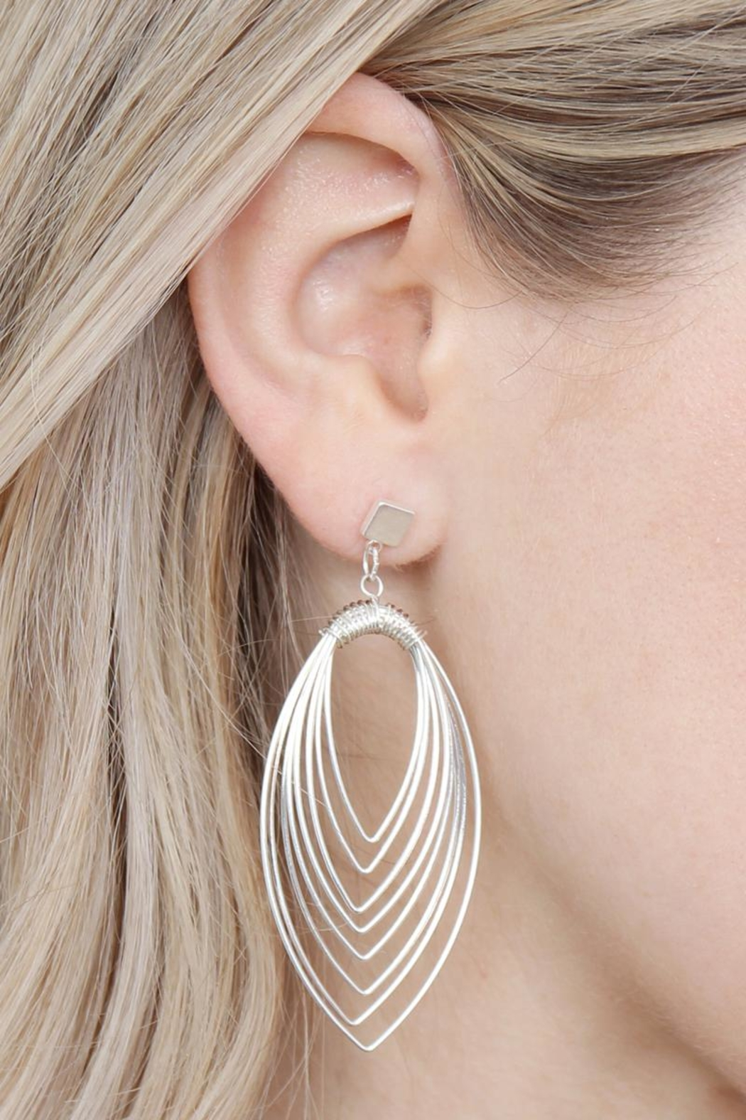 Riah Fashion Layered-Wire Petal Earrings - Side Cropped Image
