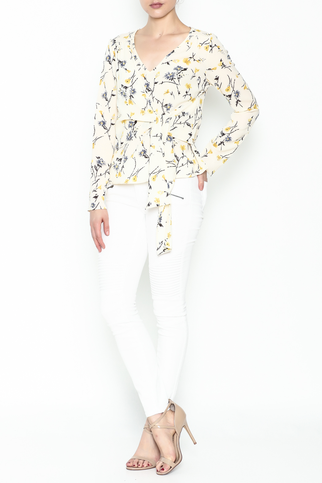 Le Lis Floral Front Tie Top - Side Cropped Image