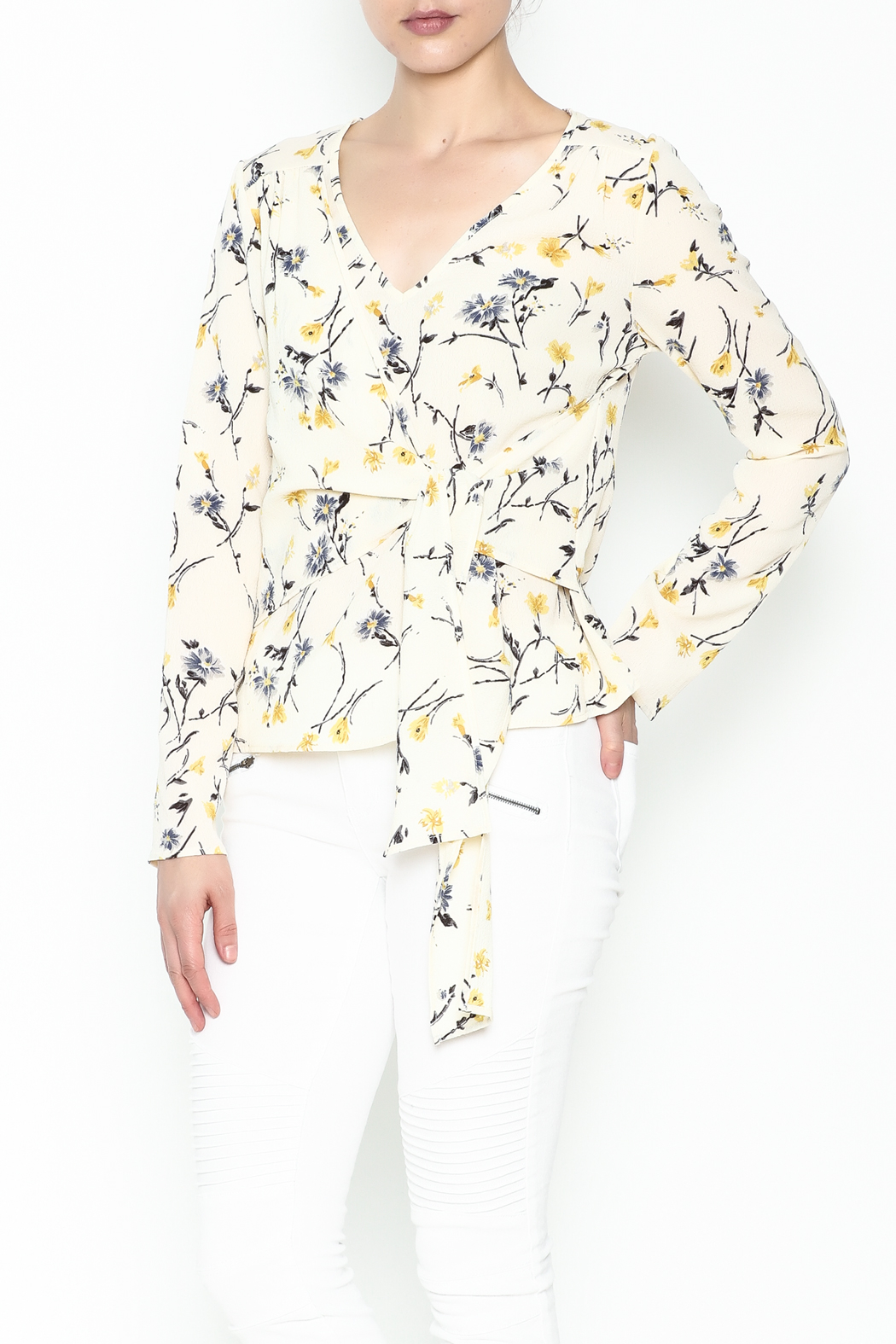 Le Lis Floral Front Tie Top - Front Cropped Image