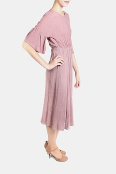 Le Lis Dreamy Rose Midi Dress - Alternate List Image