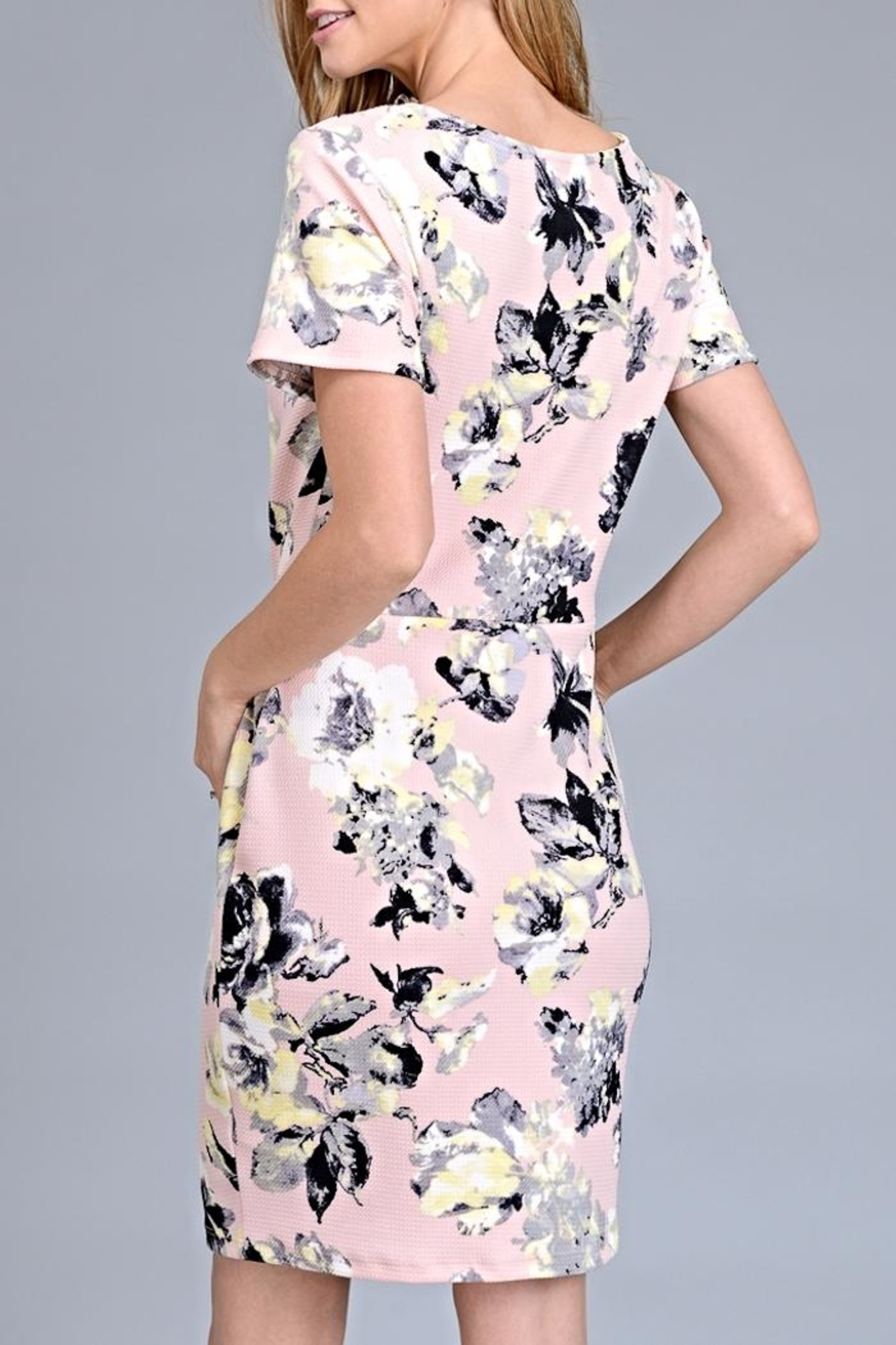Le Lis Floral Nalia Dress - Side Cropped Image