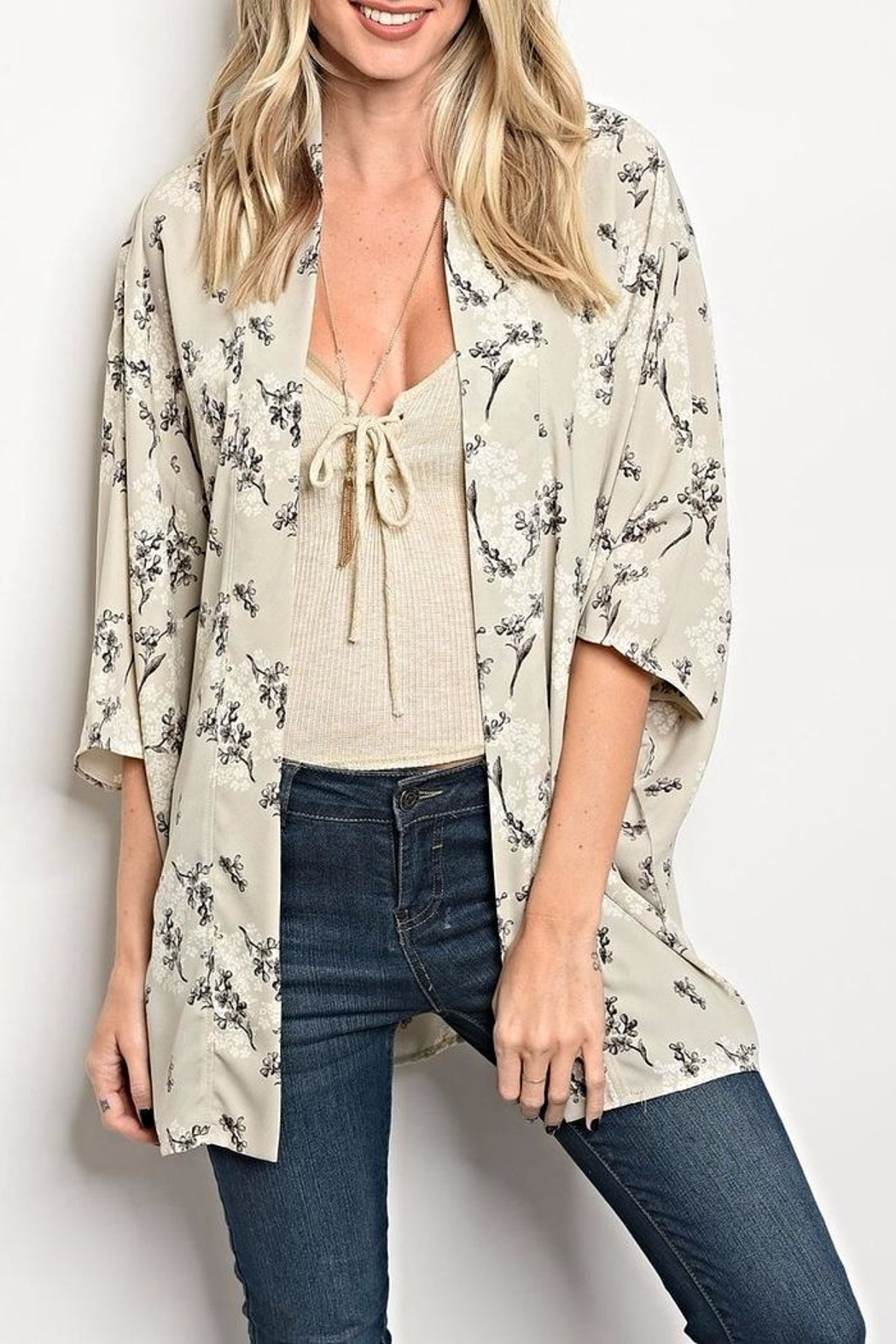 Le Lis Floral Grey Kimono - Front Cropped Image