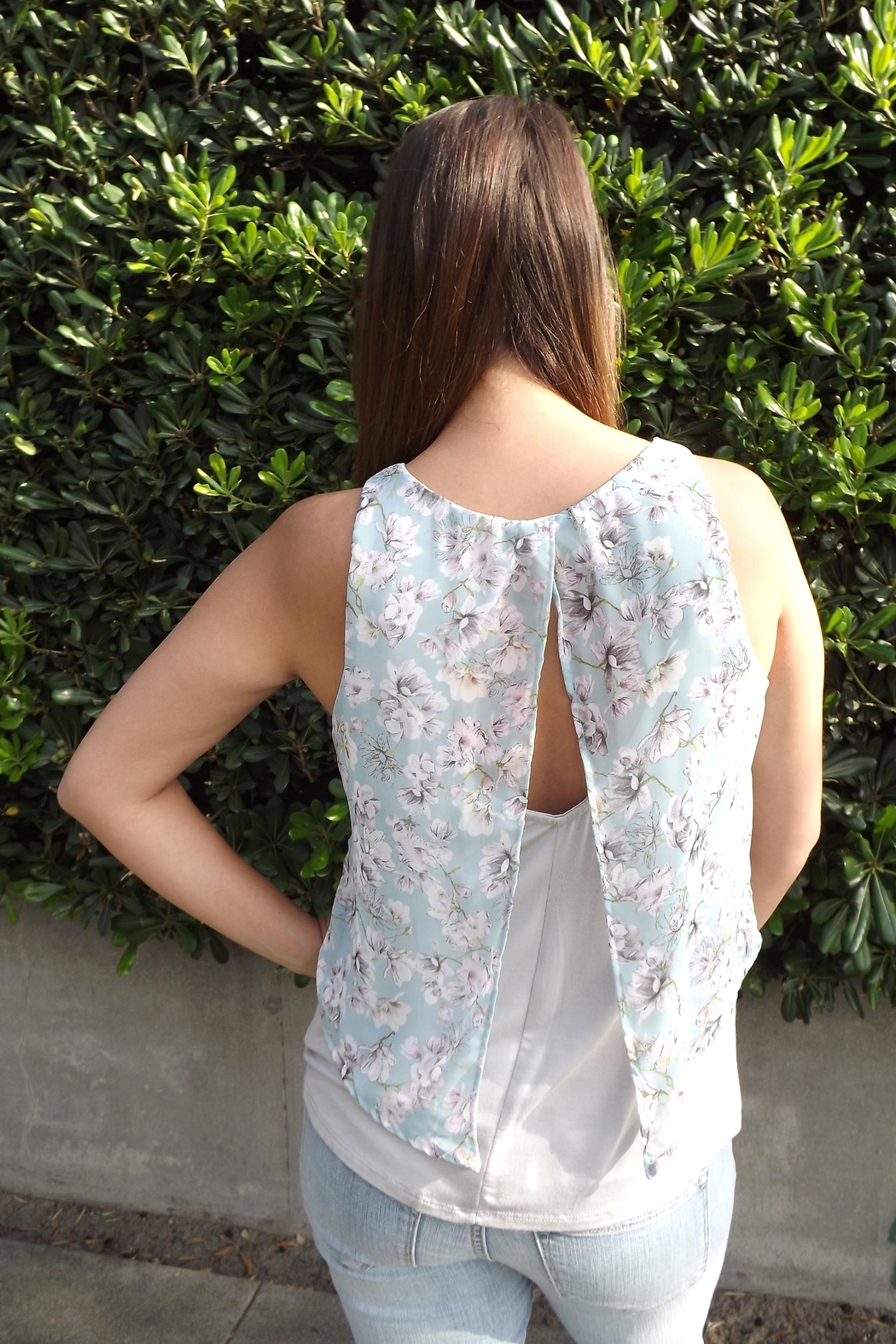 Le Lis Floral Layers Top - Side Cropped Image