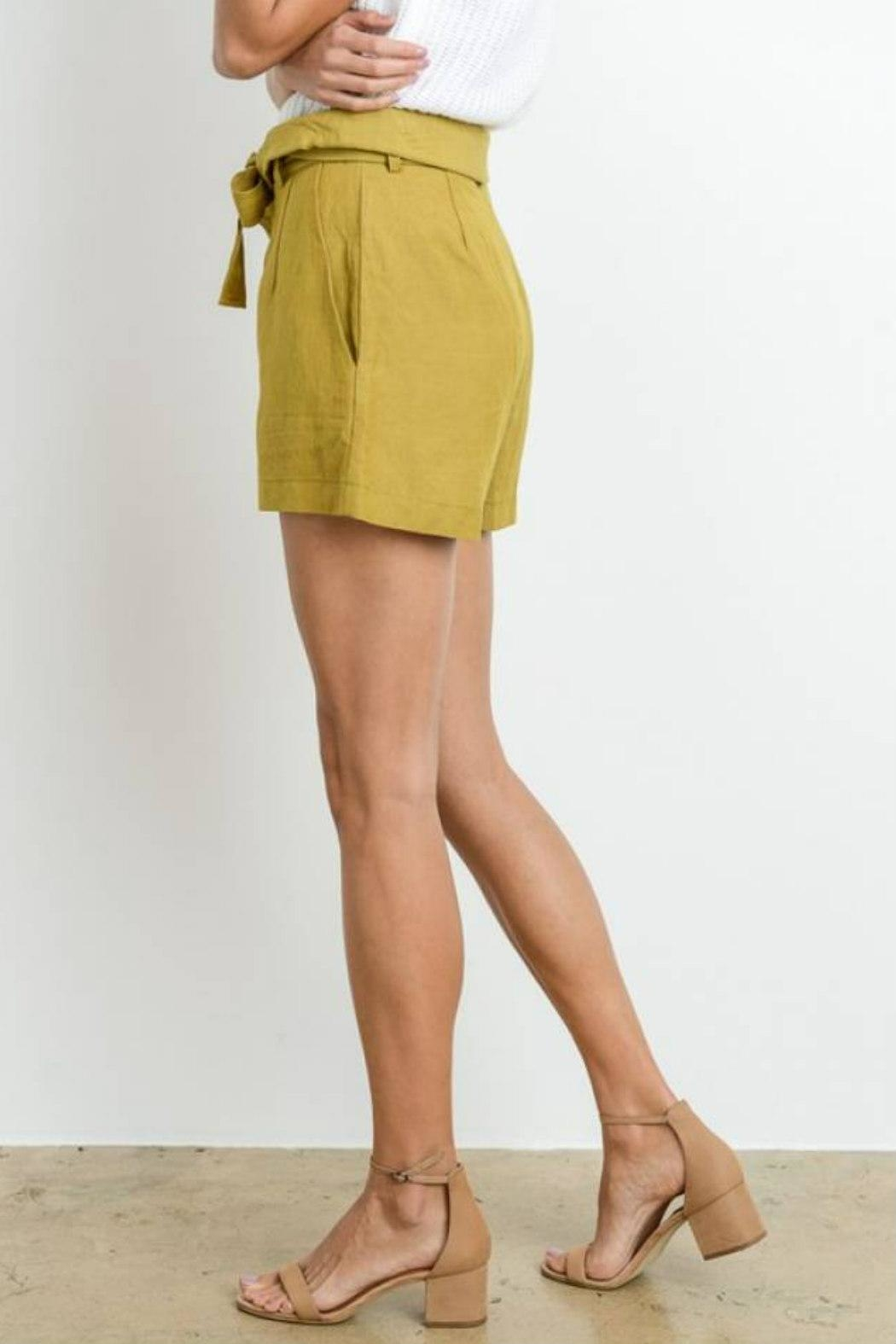 Le Lis High-Waist Belted Shorts - Side Cropped Image