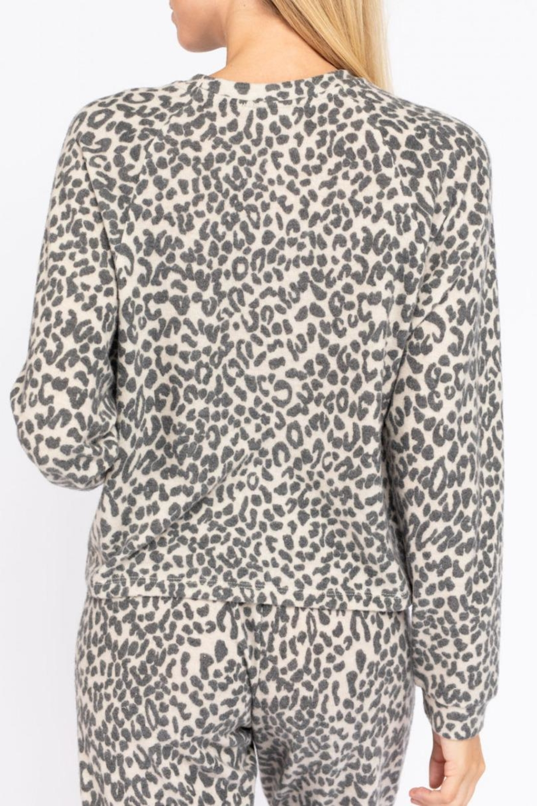 Le Lis Leopard Lounge Top - Side Cropped Image