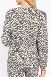 Le Lis Leopard Lounge Top - Side cropped