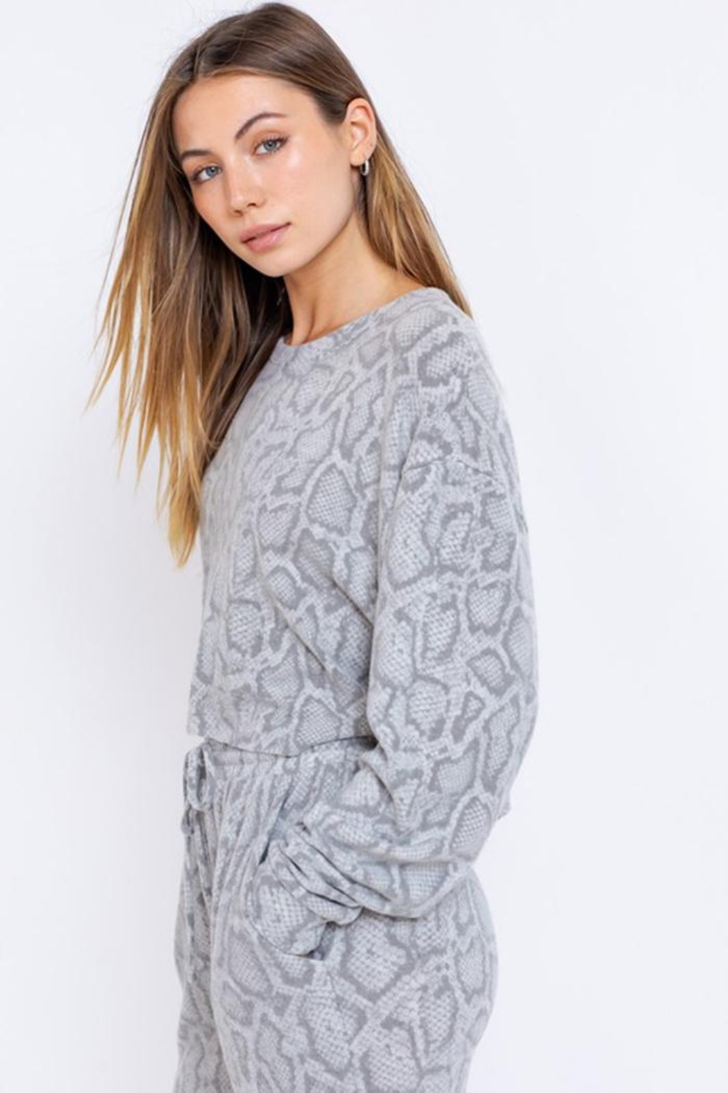 Le Lis Long-Sleeve Oversized Pullover - Side Cropped Image
