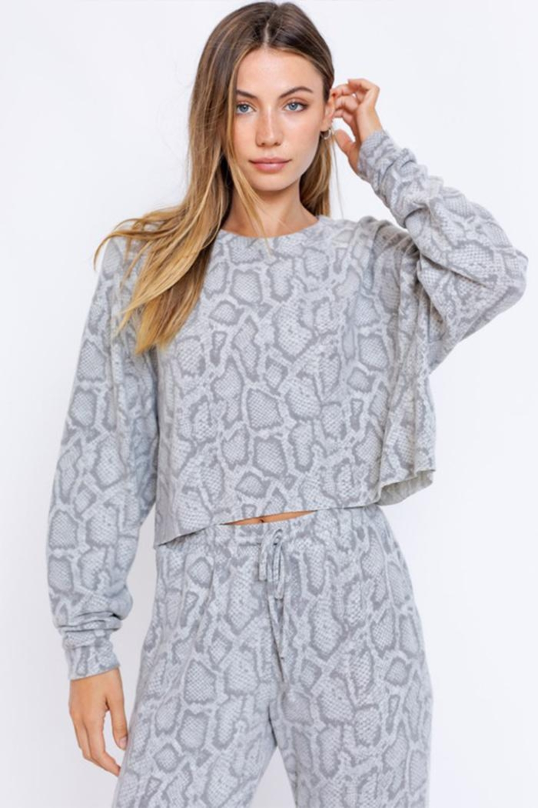 Le Lis Long-Sleeve Oversized Pullover - Main Image