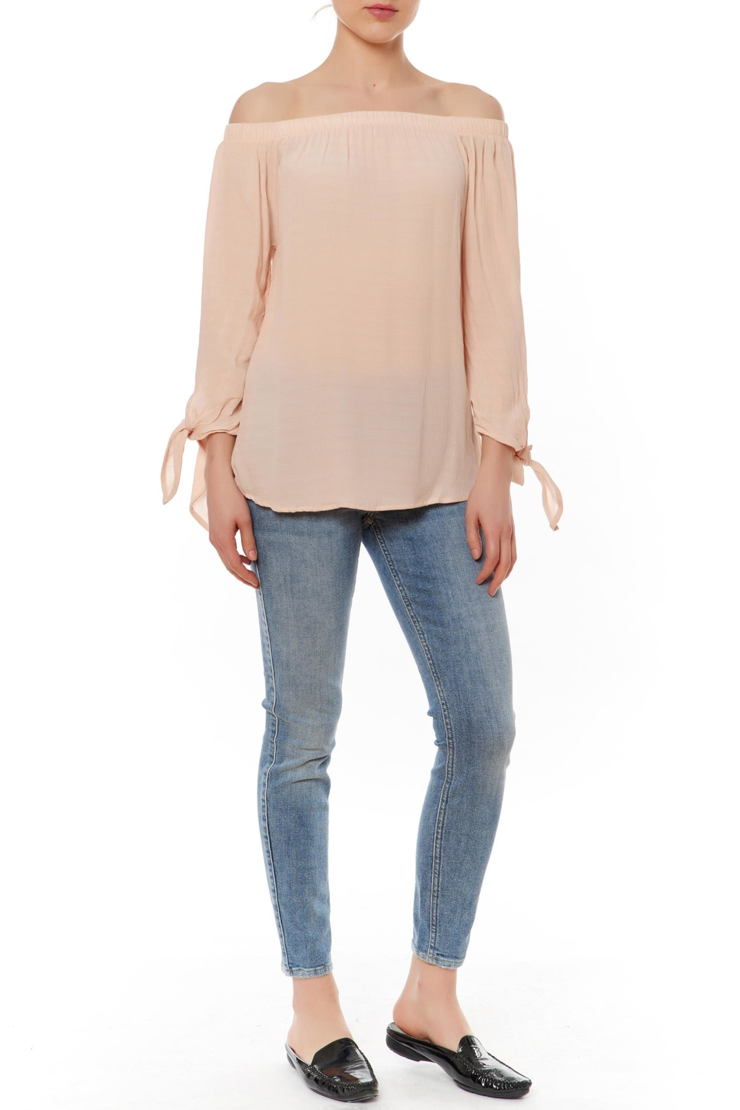 Le Lis Off Shoulder Tie Top - Front Cropped Image