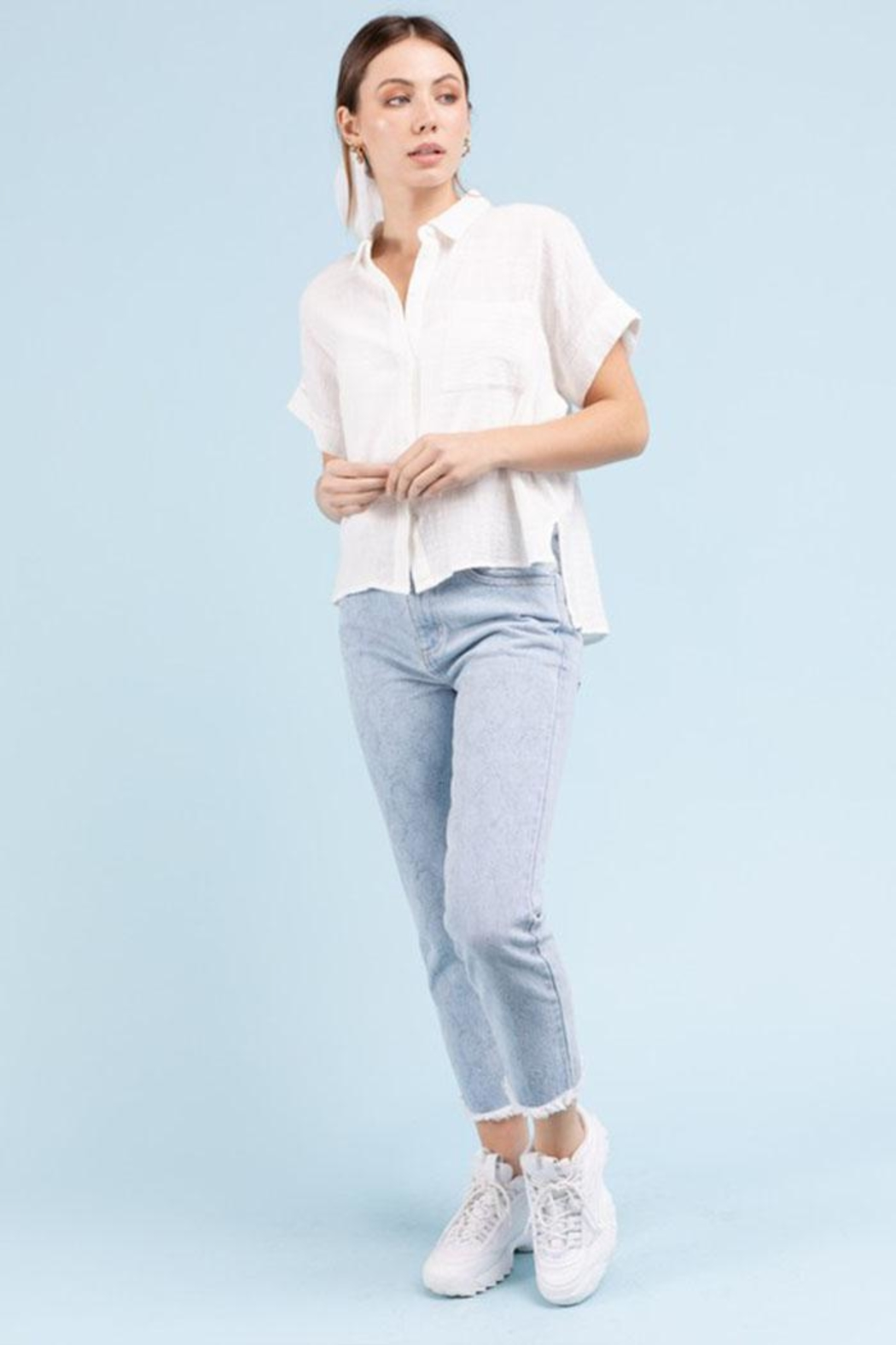 Le Lis Short-Sleeve Button-Down Top - Side Cropped Image
