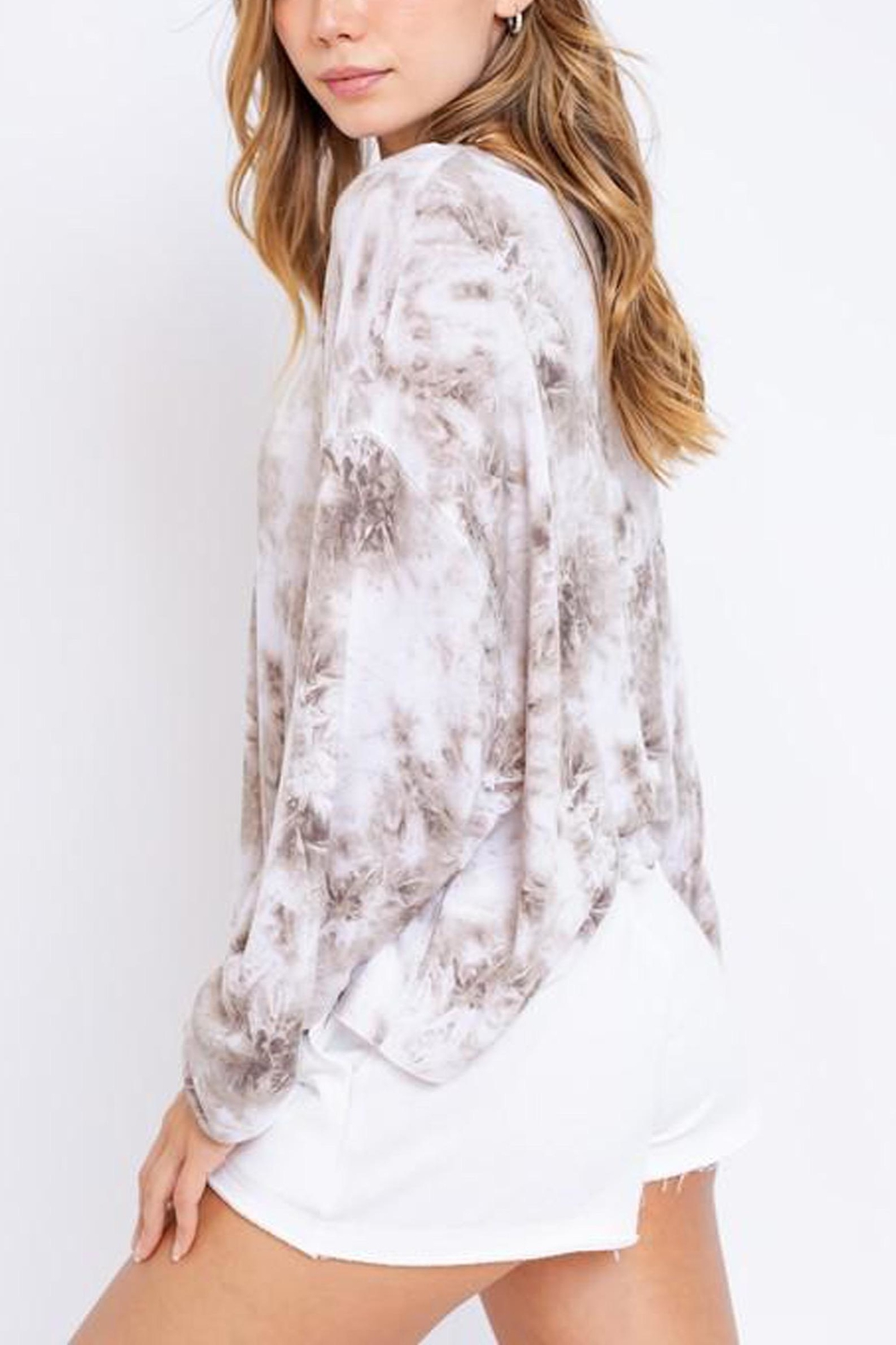 Le Lis Tie-Dye Oversized Pullover - Back Cropped Image