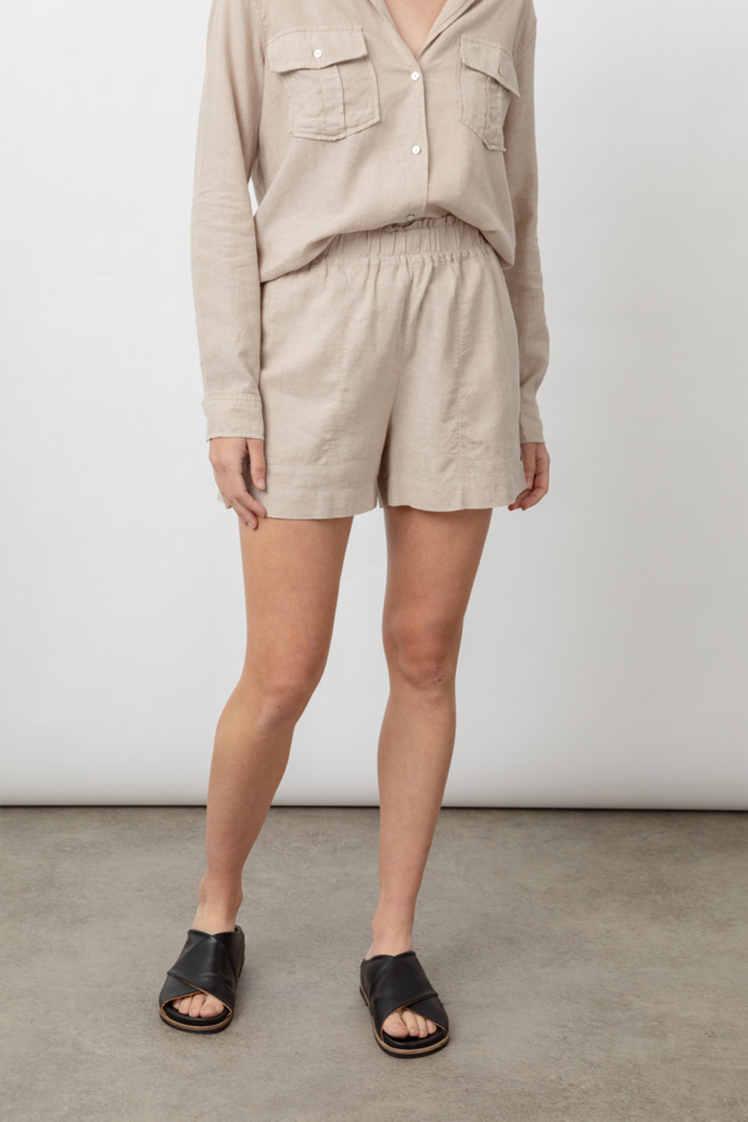 Rails Clothing LEIGHTON LINEN SHORT - Back Cropped Image