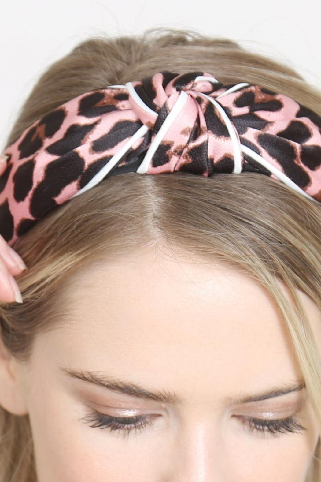 Riah Fashion Leopard Knotted Headband - Side Cropped Image