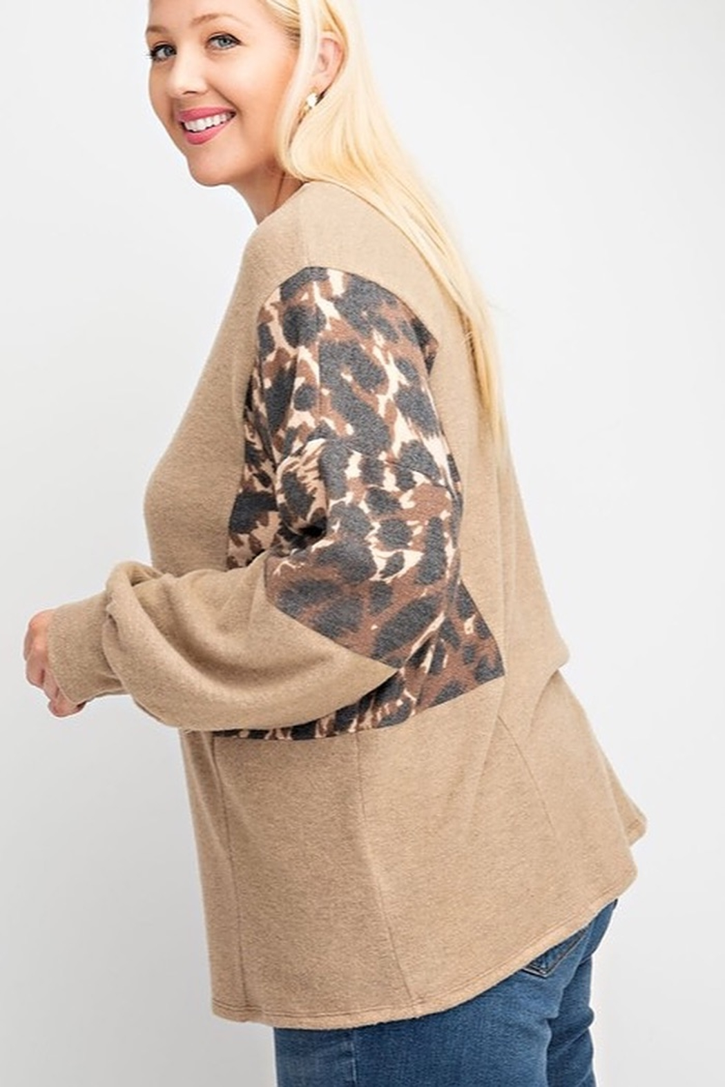 143 Story LEOPARD PRINT BRUSHED SOFT KNIT CONTRAST BUBBLE LONG SLEEVE TOP - Front Full Image