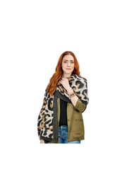 Two's Company LEOPARD SCARF - Front cropped