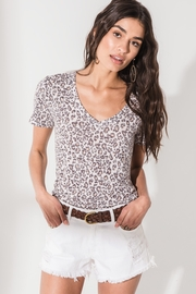 z supply Leopard V-Neck Tee - Front cropped