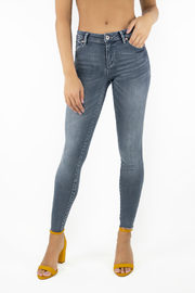 Tractr Blu Light Grey Heidi Mid Rise Ankle Crop Jeans - Product Mini Image
