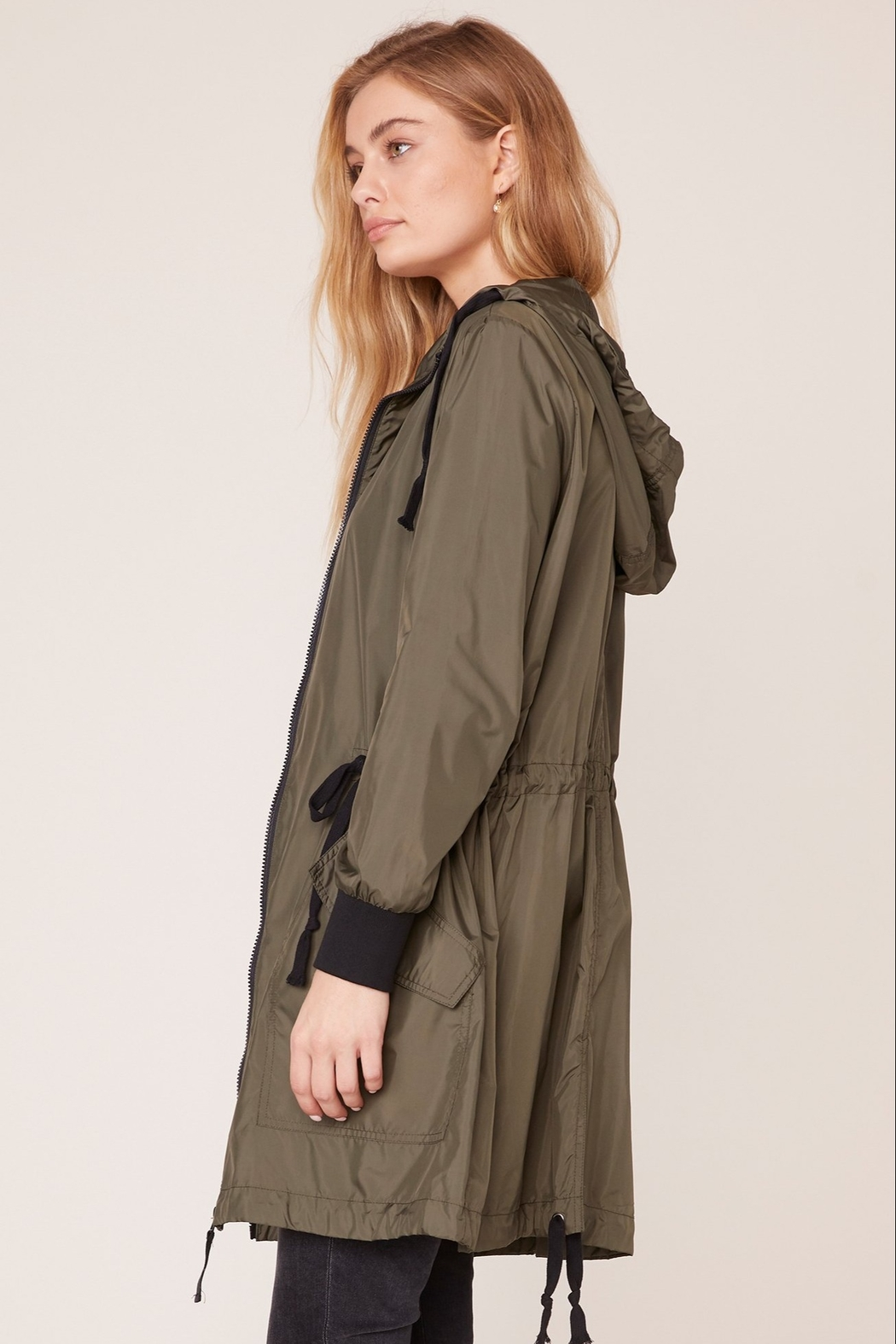 BB Dakota Light Weight Anorak - Front Full Image