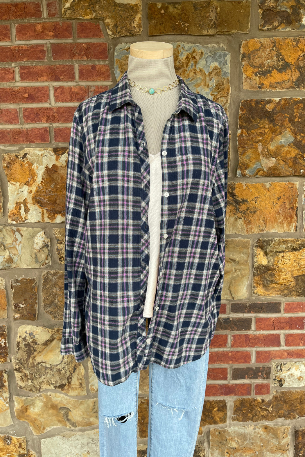 Soulstice Lightweight Flannel w Light Pink Lips - Front Full Image