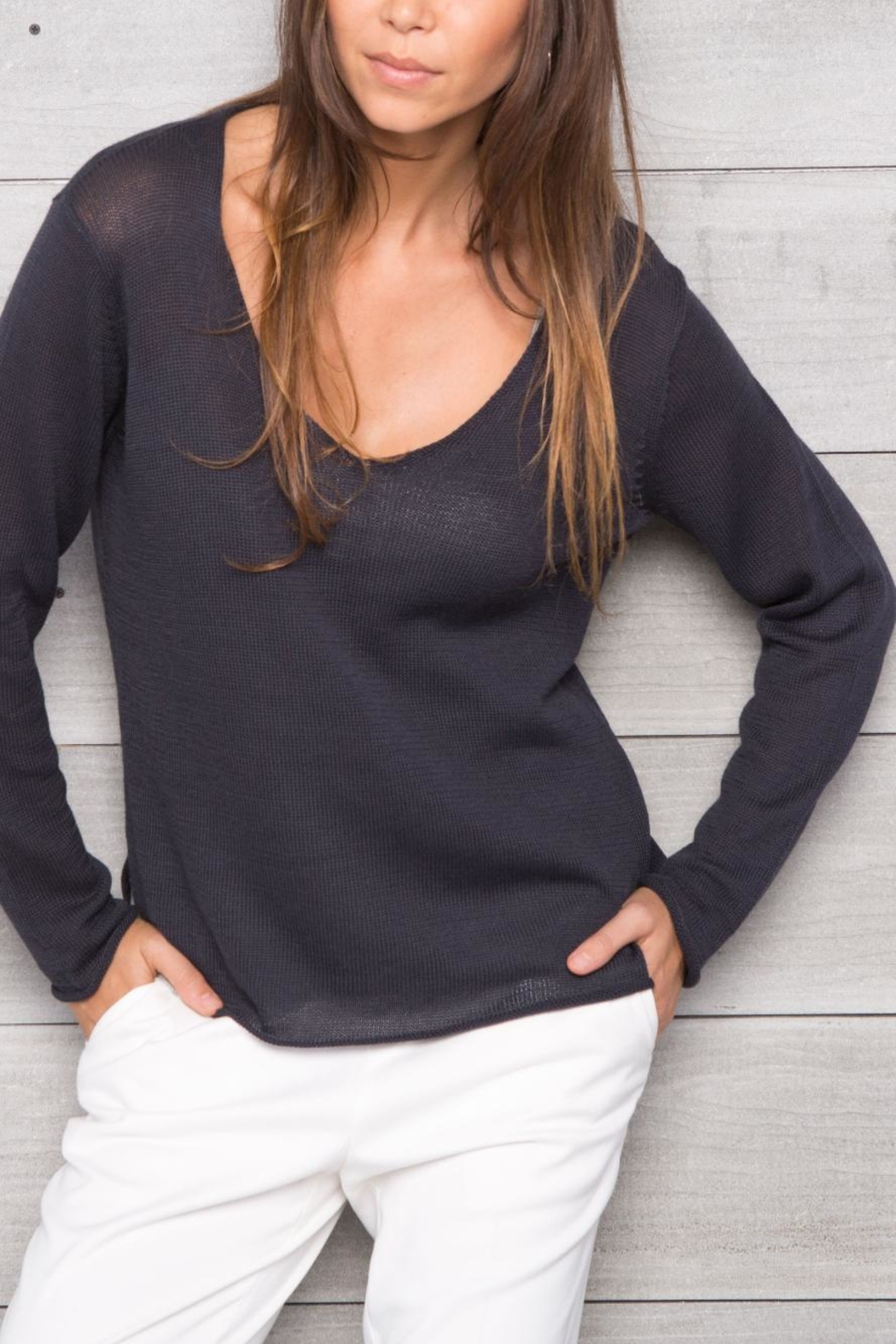 Wooden Ships Lightweight Shirt-Tail V-Neck - Side Cropped Image