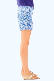 Lilly Pulitzer Jayne Stretch Short - Side cropped