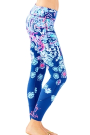 Lilly Pulitzer Maralyn Weekender Legging - Side cropped
