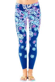 Lilly Pulitzer Maralyn Weekender Legging - Front cropped