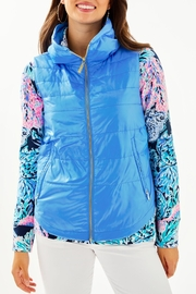 Lilly Pulitzer Palm Paradise Puffer-Vest - Front cropped