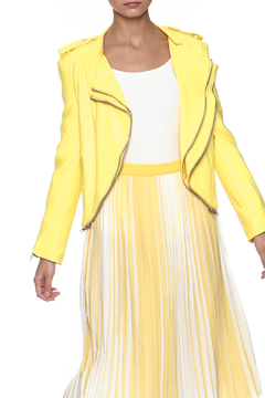 lily white Yellow Jacket - Product List Image