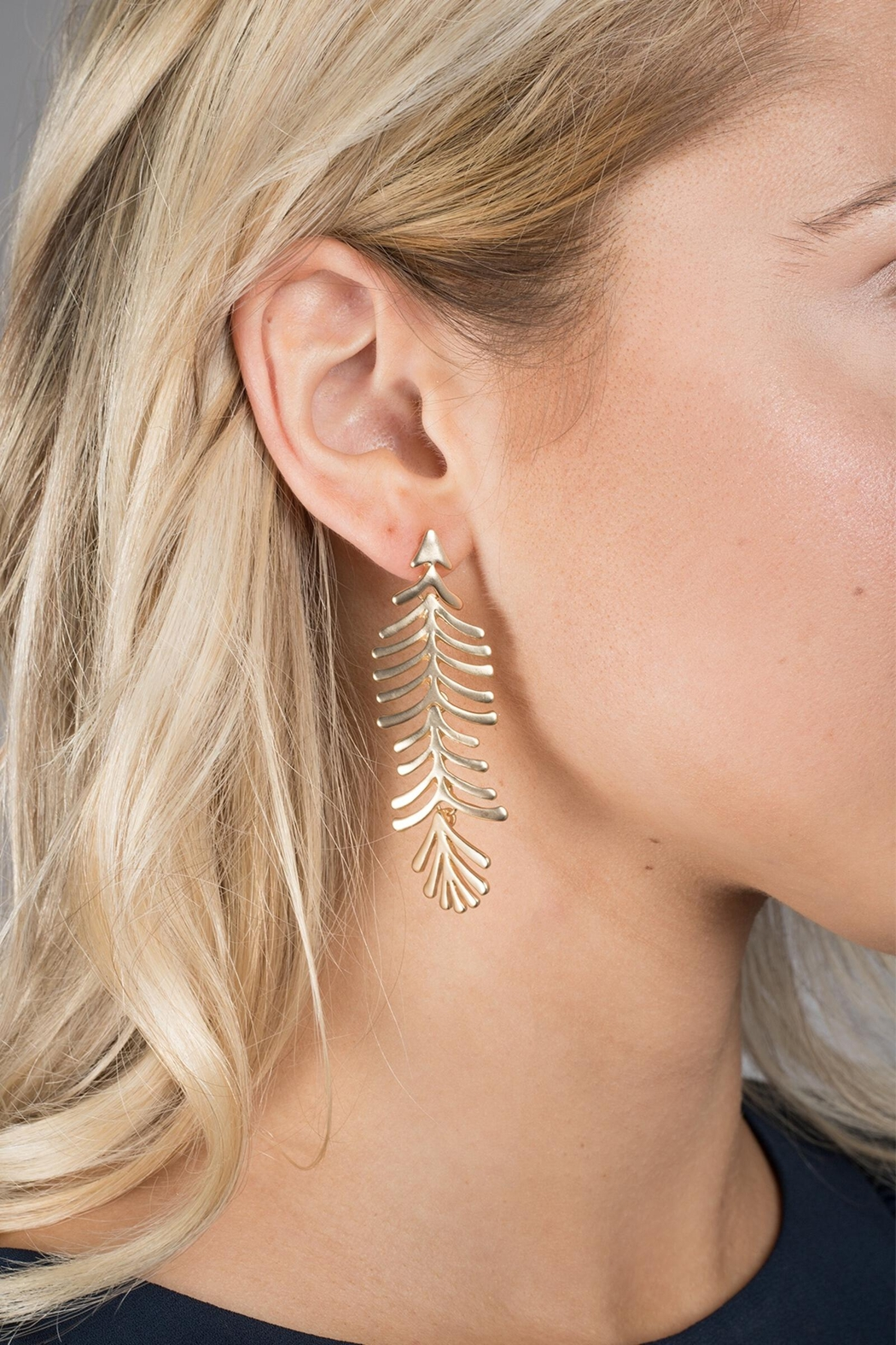 Saachi Linear Earring - Front Cropped Image
