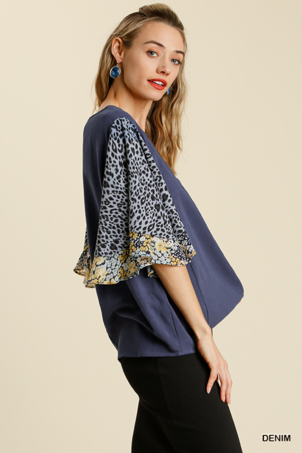 umgee  LINEN BLEND MIXED PRINT BUTTERFLY RUFFLE SLEEVE - Front Full Image