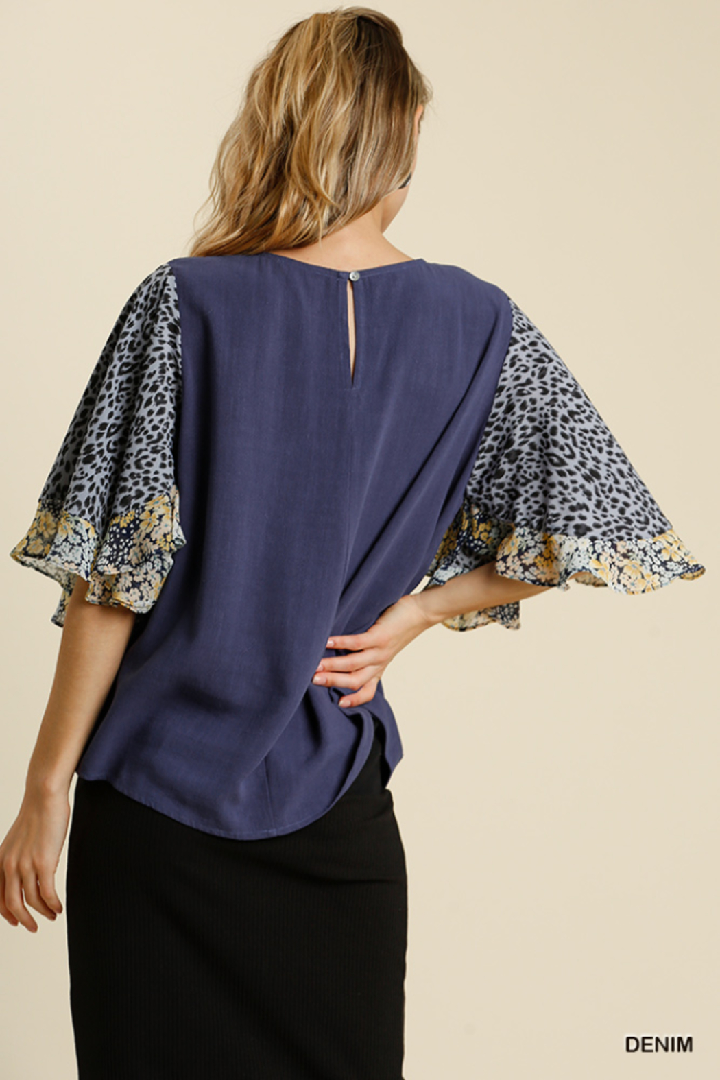 umgee  LINEN BLEND MIXED PRINT BUTTERFLY RUFFLE SLEEVE - Side Cropped Image