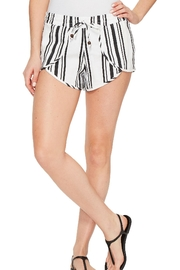 Soleil Beach Linen Tulip Shorts - Front cropped