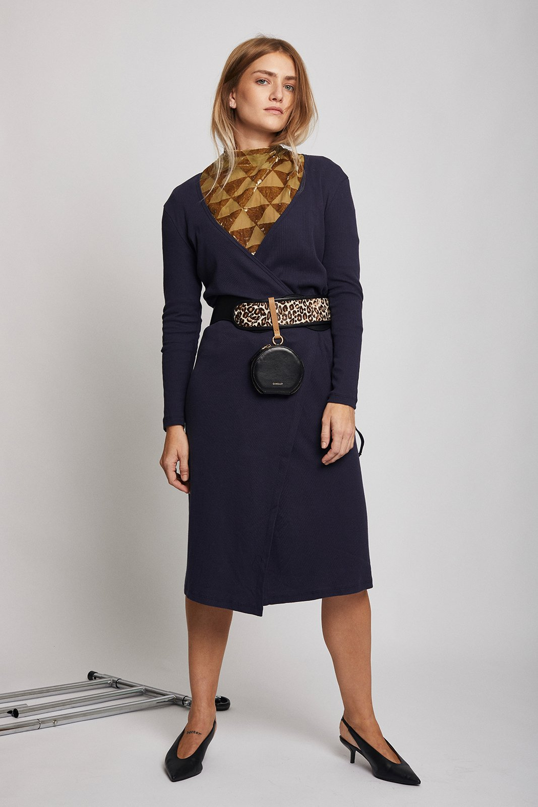 Lisa Says Gah Lucille midi dress navy - Front Cropped Image