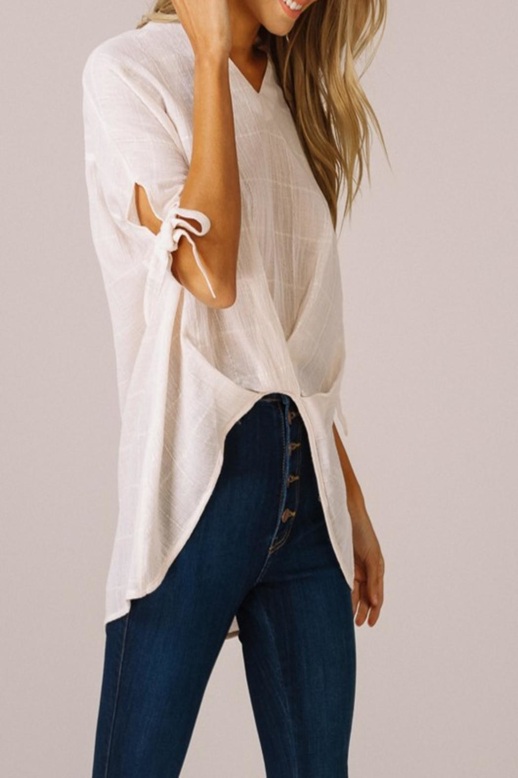 Listicle High-Low V-Neck Top - Side Cropped Image