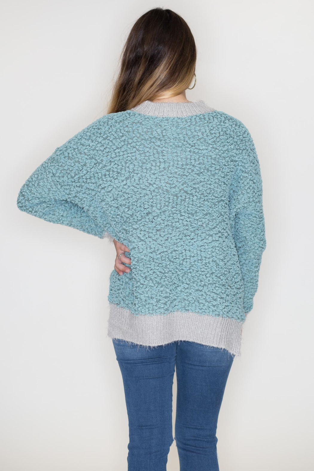 Listicle Two-Tone Popcorn Sweater - Side Cropped Image