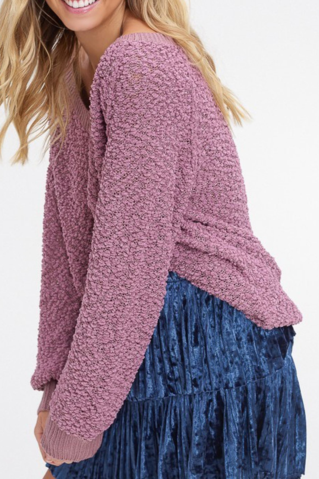 Listicle V-Neck Popcorn Sweater - Side Cropped Image