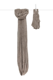 LITTLE GIRAFFE Flax Scarf & Gloves - Front cropped