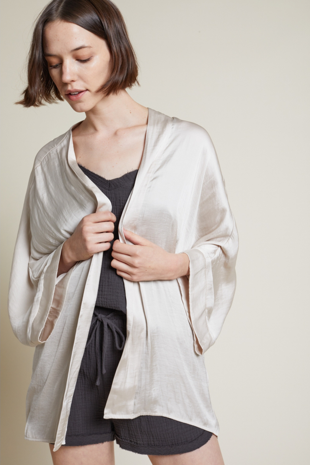 Grade and Gather Liv Satin Robe - Side Cropped Image