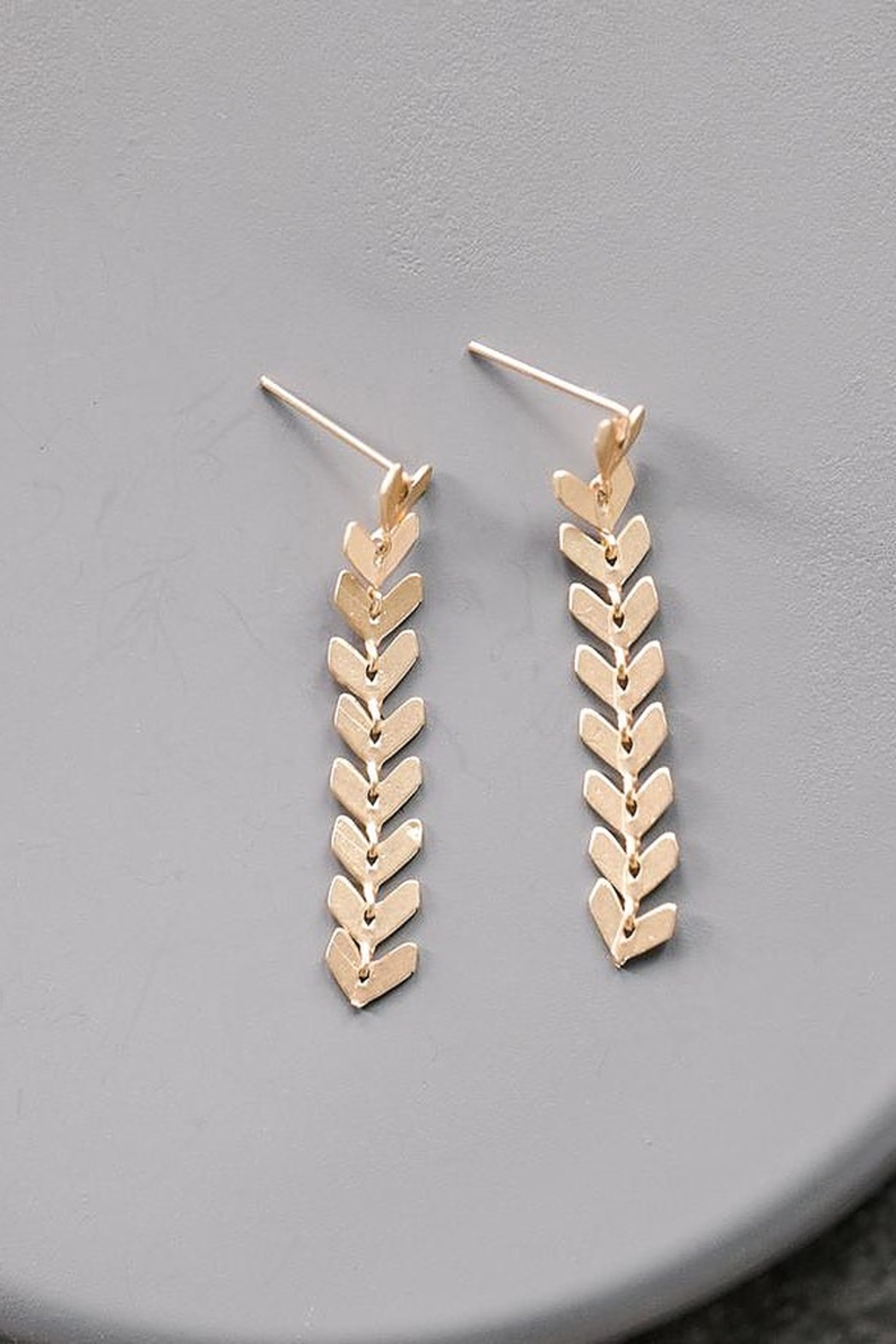 Sarah Briggs Lizzo Small Fishtail Drop Earring - Front Cropped Image