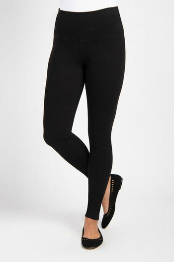 Lysse is a clothing brand that began with their super-comfortable line of leggings. Their leggings are meant to be cozy yet still be fashionable & suitable for any occasion. Since releasing their leggings Lysse has continued their line to include a great mix of closet essentials.
