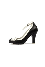 Lola Ramona June Hearts Black Pumps - Front full body
