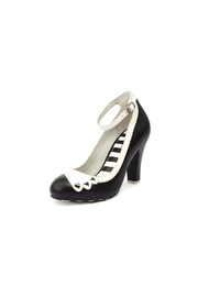 Lola Ramona June Hearts Black Pumps - Front cropped