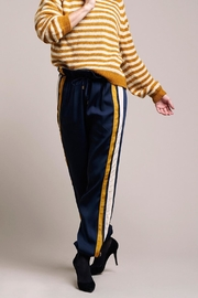 LOLLYS LAUNDRY Cool, Loosefitted Pants - Front cropped