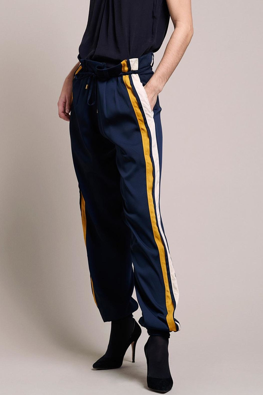 LOLLYS LAUNDRY Cool, Loosefitted Pants - Front Full Image
